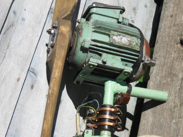 Рис №2. Внешний вид простейшего ветрогенератора с применением асинхронного двигателя.