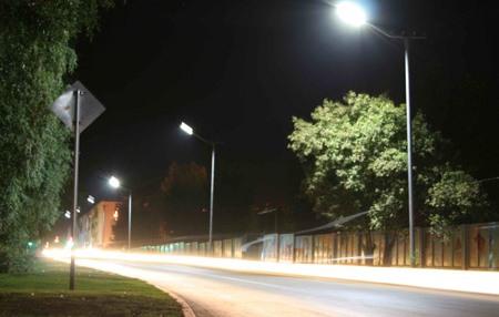 Рис 3. Пример установки светодиодного светильника с использованием УСС-магистралью на городских улицах