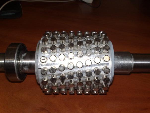 Рис №4. Внешней вид расточенного ротора асинхронного двигателя с наклеенными магнитами.