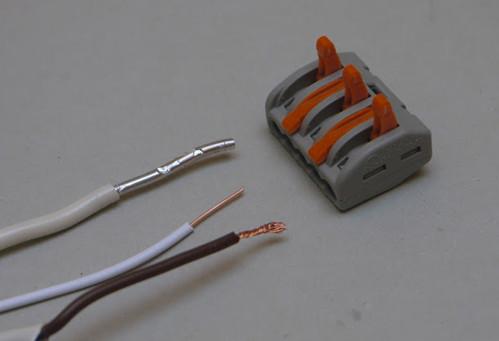 Рис №4. Соединение проводников с помощью пружинных клемм Wago.
